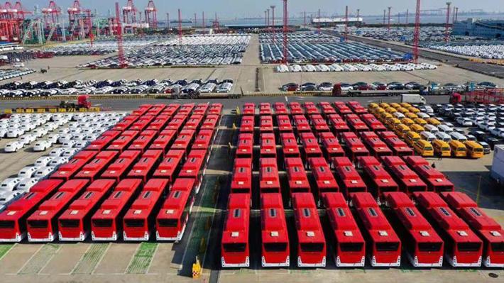Con wifi, puertos USB y aire acondicionado: Así son los 100 buses eléctricos que se unirán al Transantiago