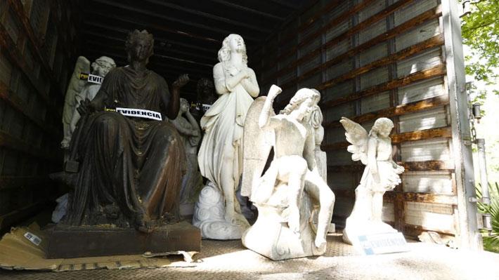Millonario e histórico hallazgo: Recuperan estatuas que habían sido robadas del Cementerio General y Cerro Santa Lucía