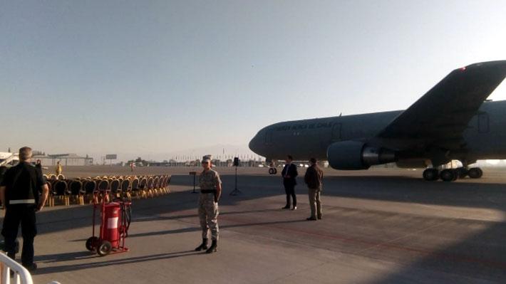 Regresan al país 100 chilenos que residían en Venezuela a bordo de avión de la FACh