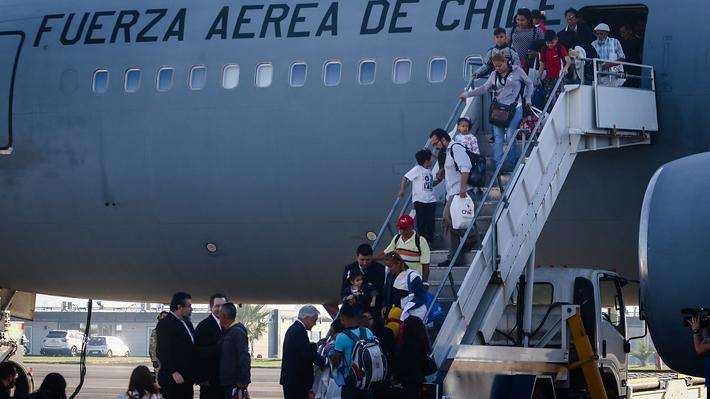 """Piñera aborda crisis en Venezuela y pide a chilenos que retornan de ese país """"que nos ayuden a cuidar la amistad cívica"""""""