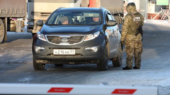 Crece la tensión con Moscú: Ucrania cierra sus fronteras a hombres rusos