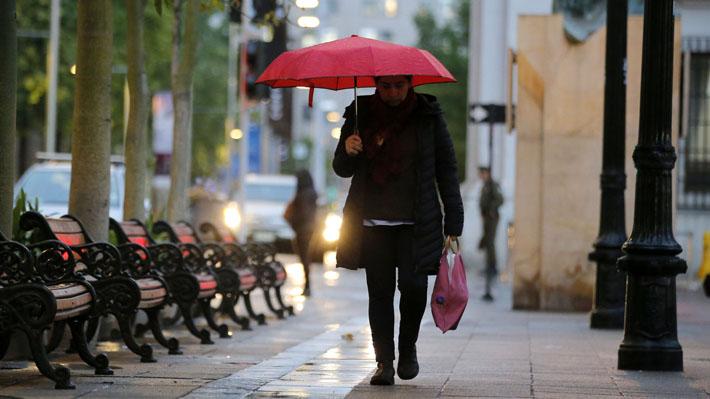 Intendencia y Onemi decretan alerta temprana en 10 comunas de la RM por precipitaciones