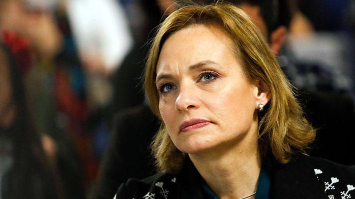 Plan Nacional del Cáncer: Entre el gesto a la senadora Goic y la ausencia del subsecretario Castillo