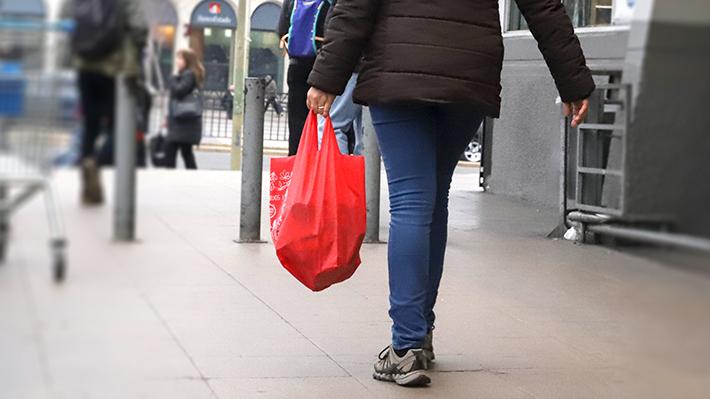 A cuatro meses de la ley, el 80% de los chilenos usa bolsas de tela para ir de compras