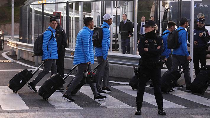 """Bajo fuertes medidas de seguridad, Boca Juniors llegó a Madrid para la """"Superfinal"""" de la Copa Libertadores"""