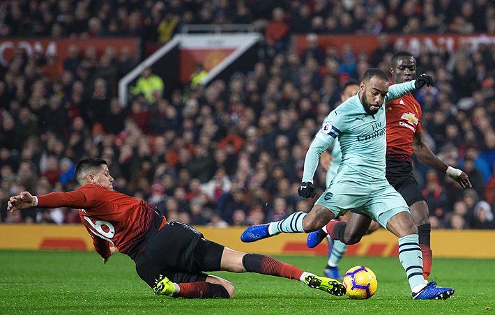 El United sigue sin jugar bien, sólo empata ante el Arsenal como local y llega a cuatro partidos sin ganar en Premier