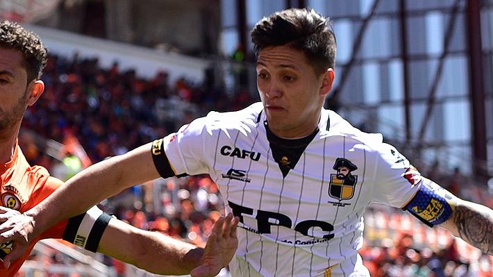 Quién es Diego Carrasco, el defensa que está a una firma de convertirse en el primer refuerzo de la U