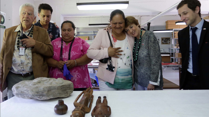 Ministra de las Culturas anuncia eventual restitución de ancestros rapanuí desde el Museo de Historia Natural