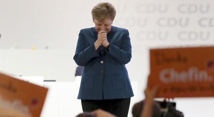 Entre ovaciones, Merkel se despide del liderazgo de la CDU pidiendo cohesión y defendiendo el centrismo