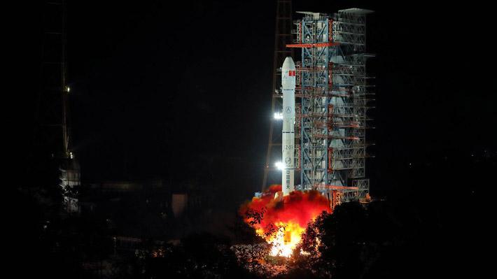 China lanza la sonda Chang'e-4 con la que explorará la cara oculta de la Luna