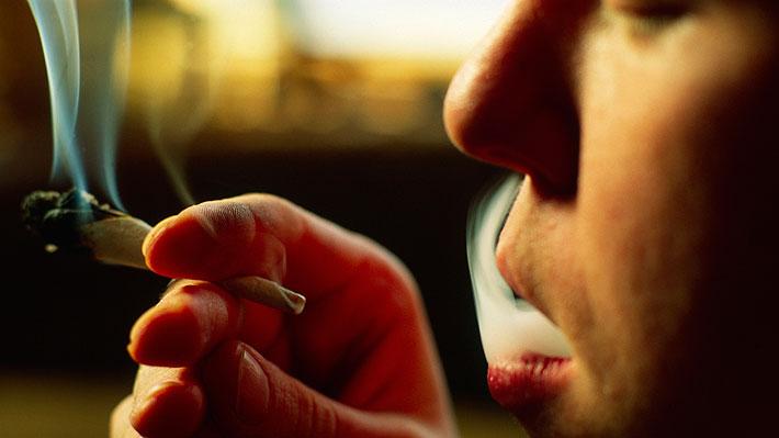 Estudio revela que los escolares chilenos son los mayores consumidores de marihuana y cocaína en América