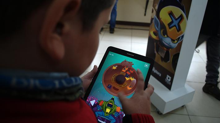 Excesivo tiempo ante pantallas puede modificar la corteza cerebral de los niños