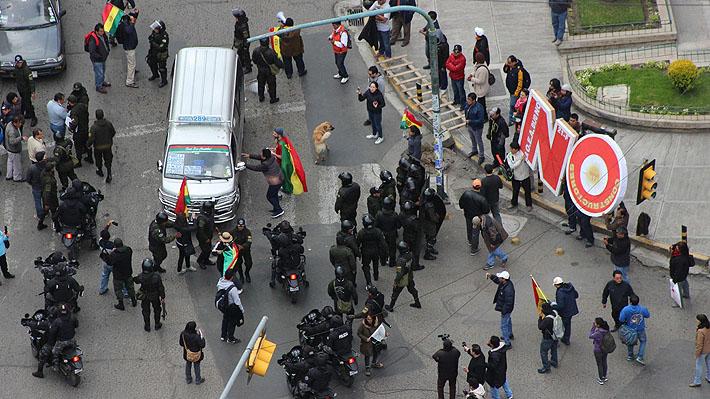 """Turba """"anti-Evo Morales"""" incendia sede de tribunal electoral en Bolivia"""