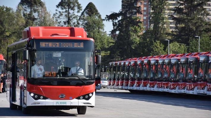 Primeros 100 buses eléctricos se suman a red de transporte público y beneficiarán a 12 comunas de la RM