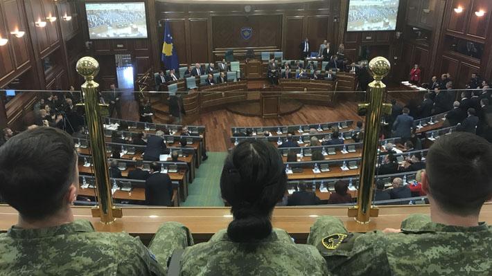 Parlamento de Kosovo aprueba la creación de sus propias fuerzas armadas