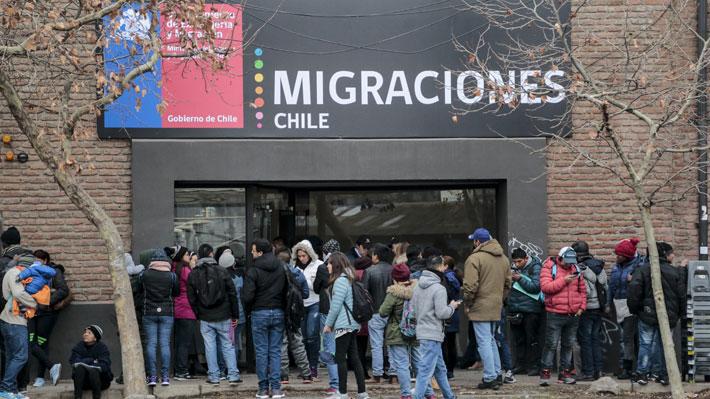 Migración: Oficialismo buscará declarar inadmisible indicación del PC que crea visa para extranjeros en búsqueda de trabajo