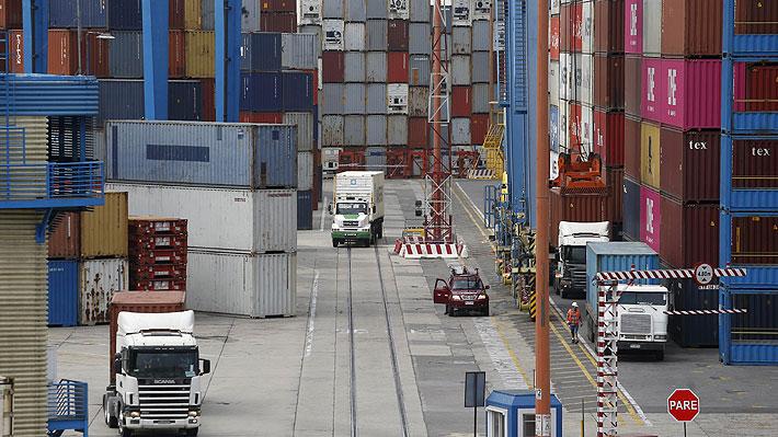 Paro de trabajadores eventuales reduce en 95% los embarques de fruta en Valparaíso