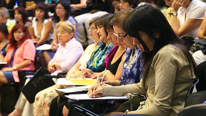 Foro Económico Mundial: Mujeres lograrían ganar lo mismo que los hombres recién en 202 años