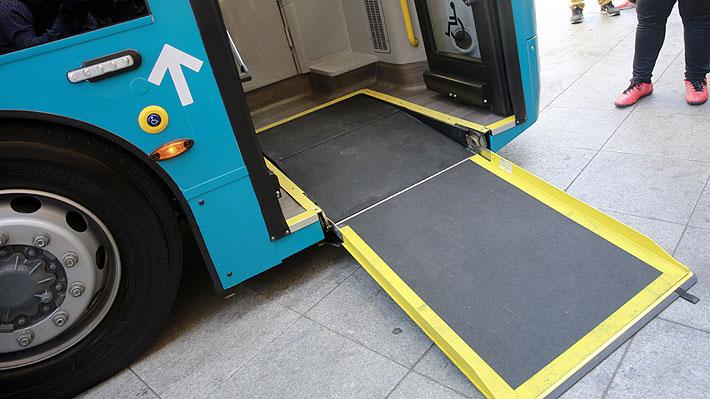 Personas con movilidad reducida esperan hasta 38 minutos por un bus con rampa