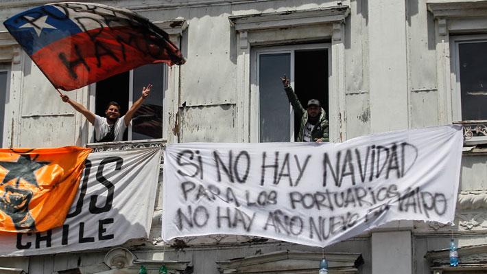 """Dirigente de portuarios de Valparaíso: """"El paro no se baja hasta que el acuerdo lo firmen los ministros y la empresa"""""""