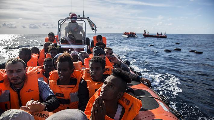 """Italia cierra sus puertos al buque de ONG """"Open Arms"""" con 300 migrantes a bordo"""