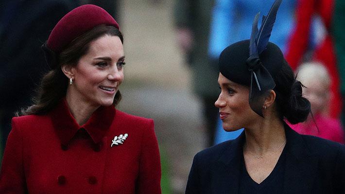 Duquesas Kate y Meghan acallan rumores de una mala relación al asistir juntas a servicio de Navidad