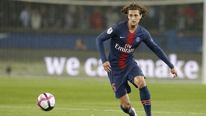 """Se agudiza el complejo panorama de jugador del PSG que está """"cortado"""" y es pretendido por el Barcelona"""