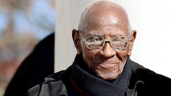 Muere a los 112 años el hombre más anciano de EE.UU.: Decía que su secreto era fumar y beber whisky