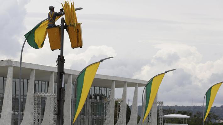 """Bolsonaro """"lamenta"""" que congresistas del partido de Lula no asistan a posesión del mando"""