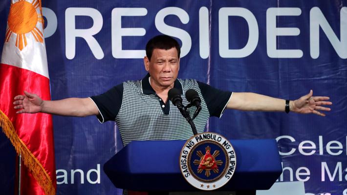 Filipinas: Presidente Duterte dijo que agredió sexualmente a una mujer y organización pide su salida