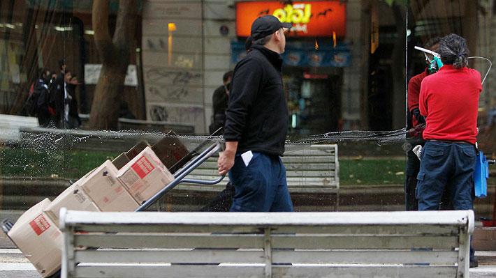 Tasa de desempleo en Chile cae hasta 6,8% entre septiembre-noviembre, pero INE pide analizar cifras con cautela