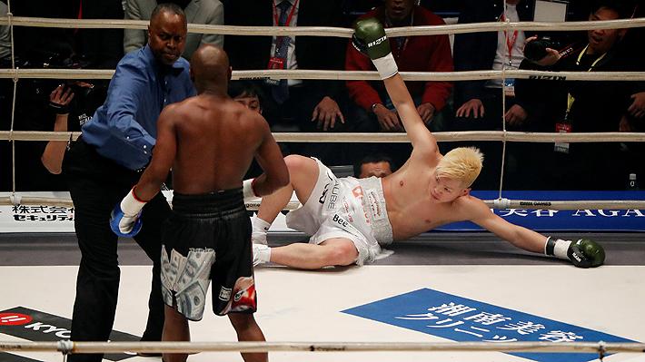 """Mira la paliza que Floyd Mayweather le propinó al """"Ninja Japonés"""" en sólo dos minutos en pelea de exhibición"""