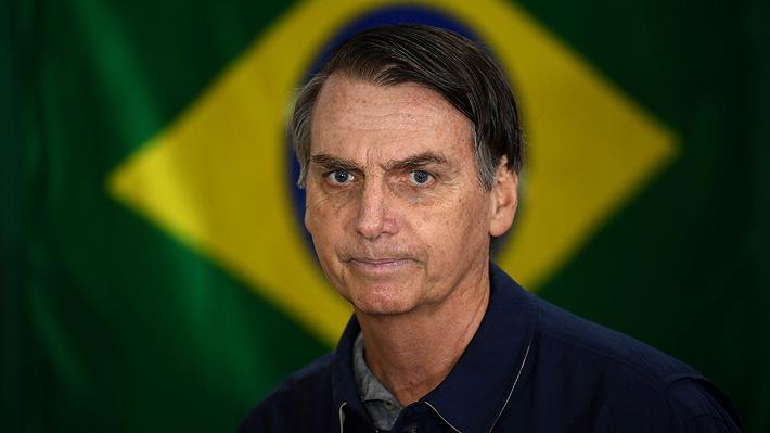 """Bolsonaro dice estar abierto a """"discutir en un futuro"""" la instalación de una base militar de EE.UU. en Brasil"""