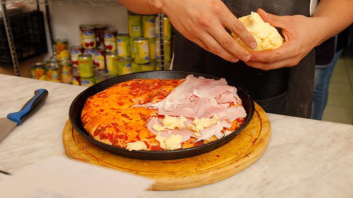 """""""Paga lo que esté a tu alcance"""": El noble gesto de una pizzería en Argentina hacia los inmigrantes venezolanos"""