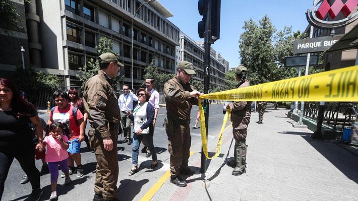 Gran despliegue de Carabineros tras aviso de falso paquete explosivo en Santiago