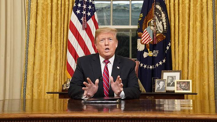 """Trump pide US$5.700 millones para crear barrera de acero ante """"crisis"""" en frontera con México"""