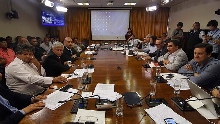 Comisión de Constitución de la Cámara aprueba proyecto que busca anular actual Ley de Pesca