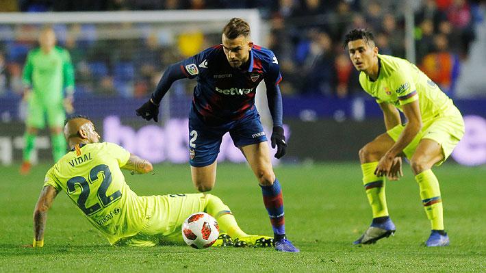 """""""Sacrificio y esfuerzo garantizado"""": Prensa española valoró el """"espíritu"""" de Vidal en caída del Barça"""