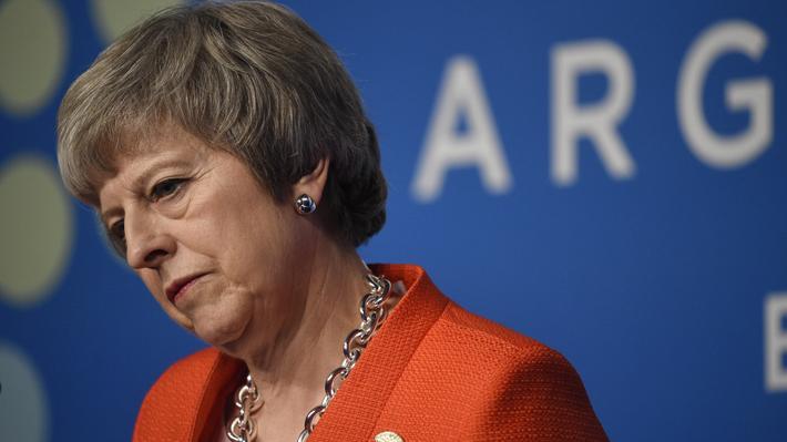 """Líder Laborista espera """"el momento"""" adecuado para plantear una moción de censura contra Theresa May"""