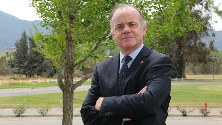 """Ministro de Agricultura celebra auspiciosas cifras de exportaciones chilenas: """"Chile no es sólo cobre"""""""
