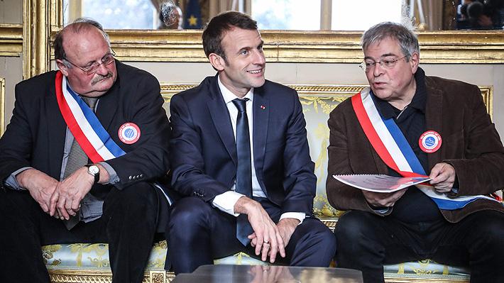 """Macron llama a un """"gran debate nacional"""" para buscar una salida a crisis de los """"chalecos amarillos"""""""
