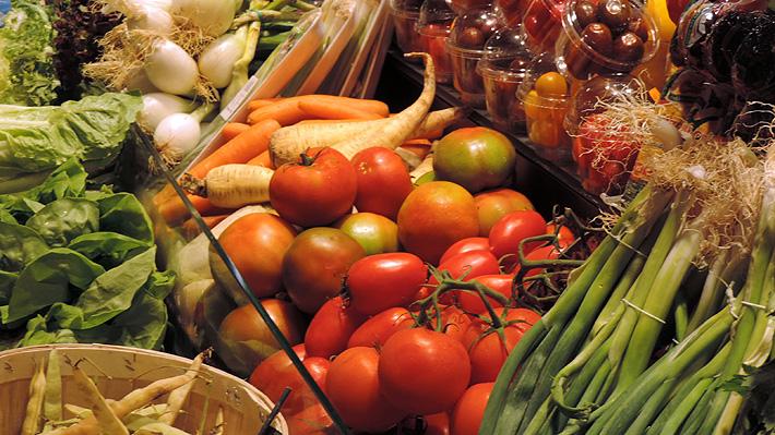 Más frutos secos y menos carne: Expertos recomiendan cambiar la dieta para cuidar la salud y el medio ambiente