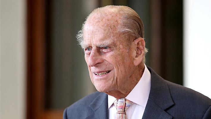 Preocupación por duque de Edimburgo tras sufrir un accidente mientras manejaba su automóvil