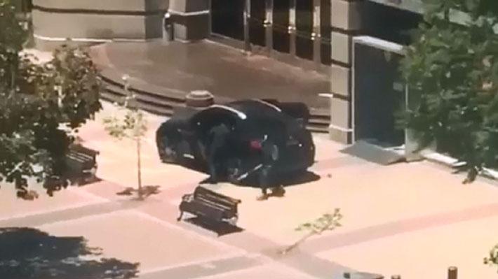 Delincuentes asaltan sucursal de BancoEstado en avenida Apoquindo: Guardia resultó herido