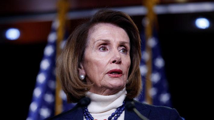 Líder demócrata Nancy Pelosi debió suspender su vuelo a Afganistán luego de que Trump lo revelara