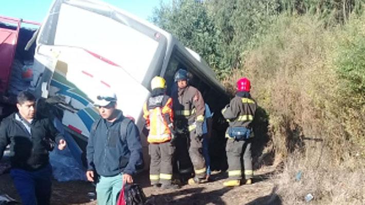Accidente en Ruta 5 Sur deja tres fallecidos en la Región de Los Ríos y mantiene cortado el tránsito