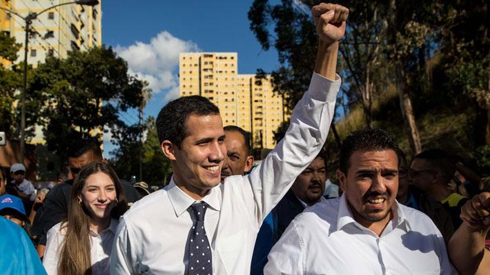 """Líder opositor de Venezuela ofrece una amnistía """"como se hizo en Chile"""" para militares que abandonen a Maduro"""