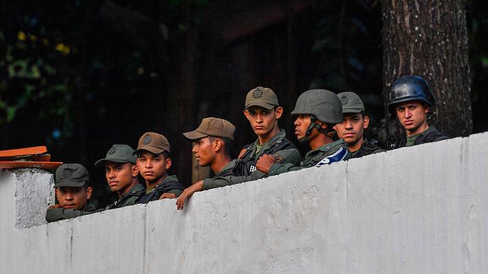 Grupo de presuntos militares venezolanos se subleva contra Maduro y llama a desconocer su Gobierno