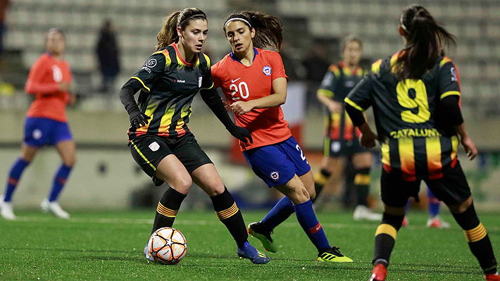 """La """"Roja"""" femenina cayó en penales ante Cataluña en un opaco partido con miras al Mundial de Francia"""