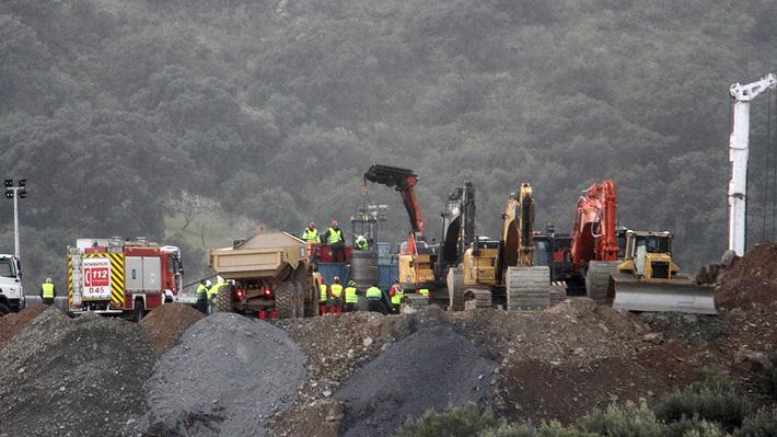 Rescate de niño español atrapado en un pozo entra en su recta final, aunque con complicaciones